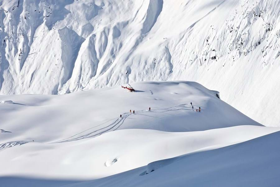 Heliski pristine slopes, pistes that may never have been skied before