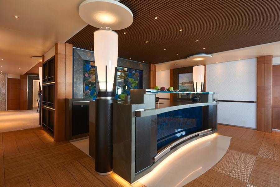 ...  is the fully equipped Aquarium bar that serves the main saloon...