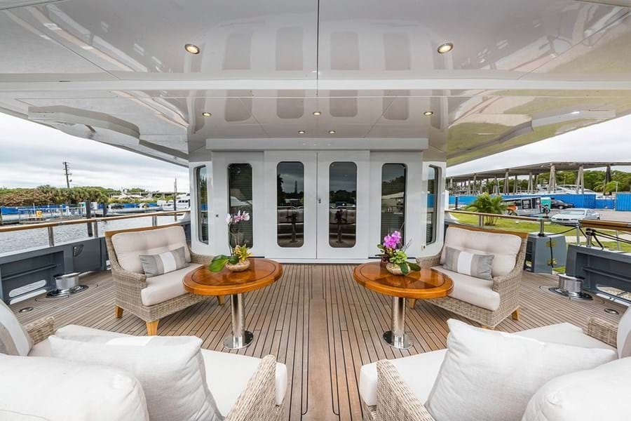 Large versatile space on the main deck aft