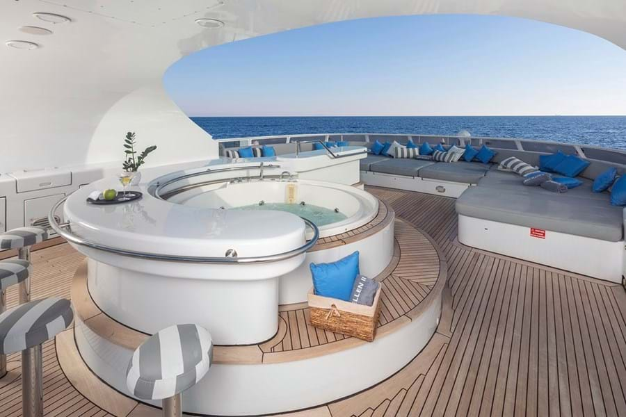 The sun deck with jacuzzi wet bar