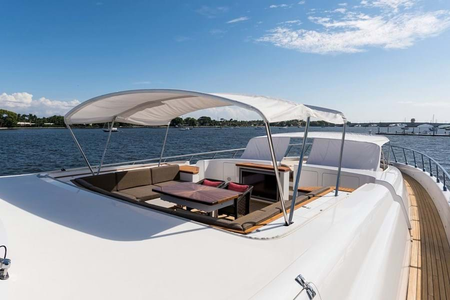 Foredeck lounge with sun pads forward