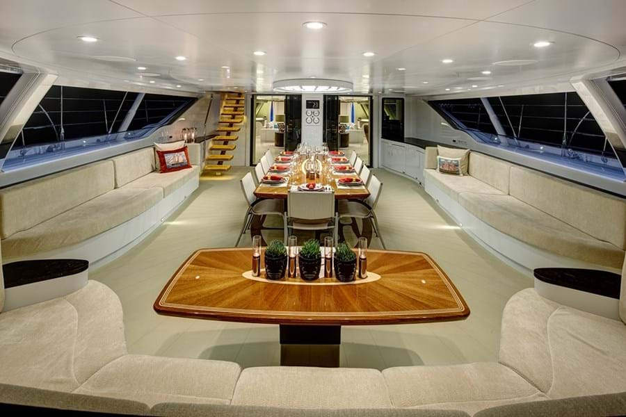 Aft cockpit lounge and dining