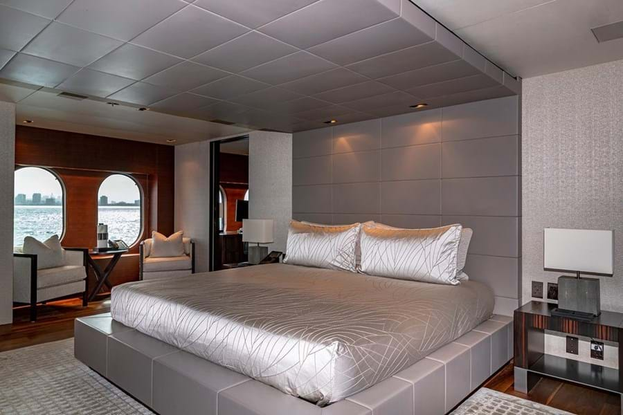 Full beam owner's suite on the main deck