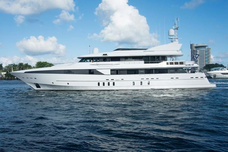 HORIZONS II leaves most yachts in her wake with a top speed of 27 knots