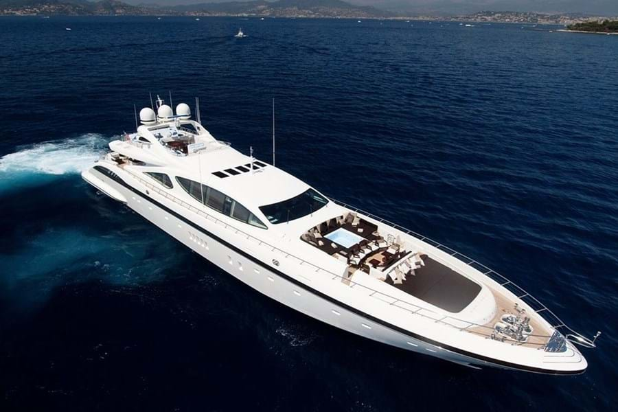 ZEUS I's high performance makes her perfect for island hopping